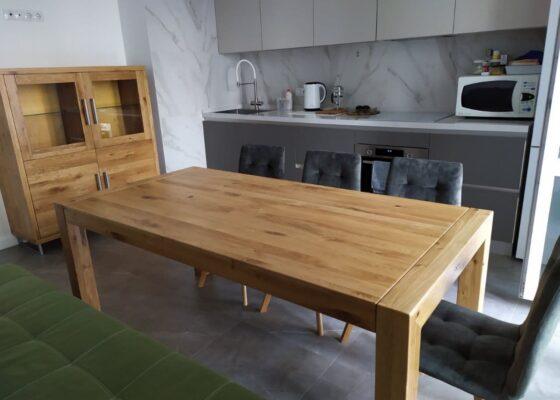 Дерев'яний кухонний стіл