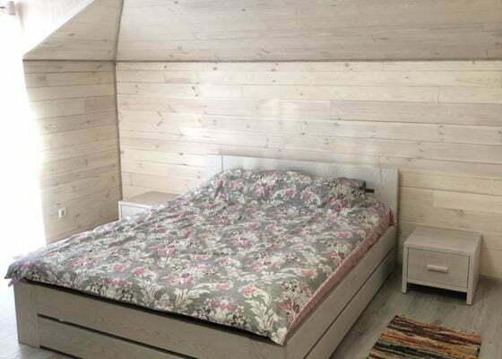 Ліжка з натурального дерева чи дивани: що краще обрати для сну?